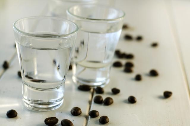 Sambuca met drie koffiebonen: het verhaal dat je nergens leest.
